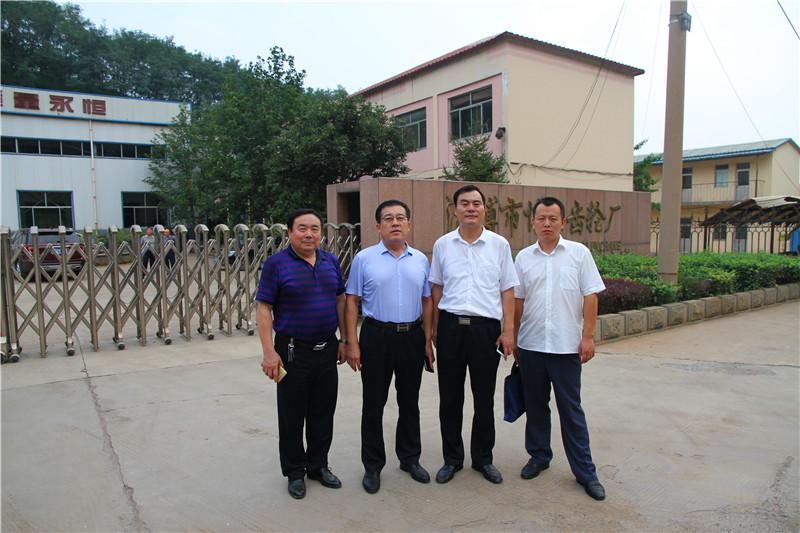 张应明副会长(左二),陶俊义秘书长(右二)与图片
